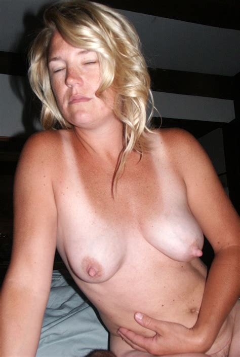 Blonde Amateur Mom Tits Porn Pic