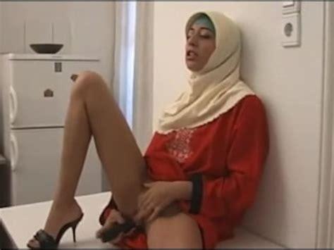 Hijab Arab Muslim Girl Masturbates Free Porn Videos