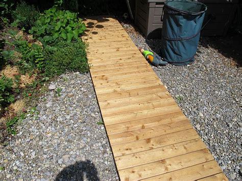 Gartenweg Aus Holz by Gartenwege Aus Holz Gartenwege Aus Holz Gartenwege Aus