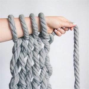 Tricoter Un Plaid En Grosse Laine : armknit ou l art de tricoter avec les bras femina tricoter ~ Melissatoandfro.com Idées de Décoration