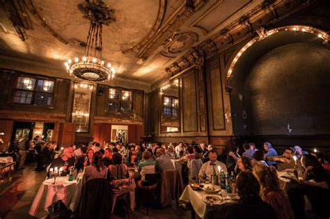 la cuisine allemande clärchens ballhaus salle de bal resto et concert à