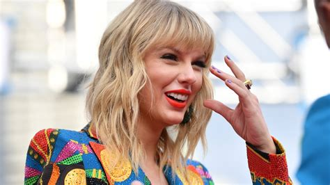 Taylor Swift Says Her Rerecording of 'Fearless' Is Coming ...