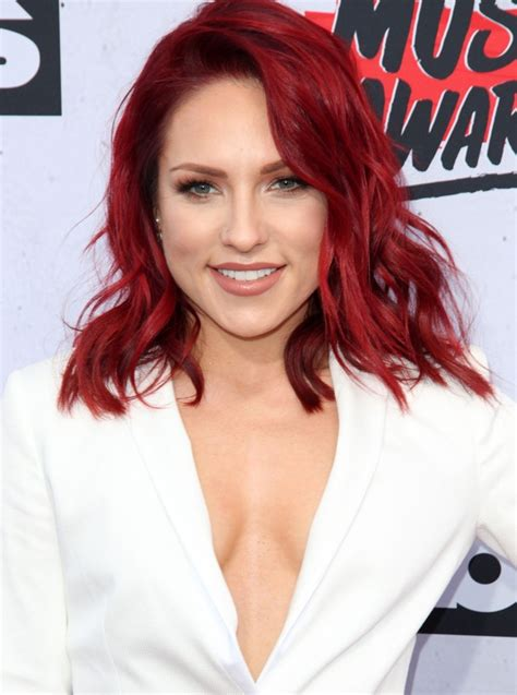 sharna burgess picture  iheartradio  awards