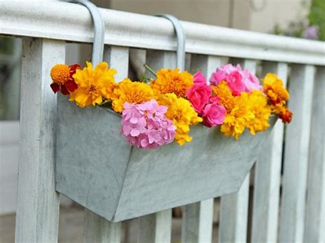 Banister Planters by 20 Diy Railing Planter Ideas For Balcony Gardeners