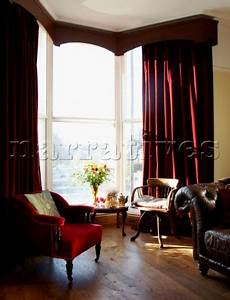 Bd074 05 living room with long red velvet curtains for Red velvet curtains living room