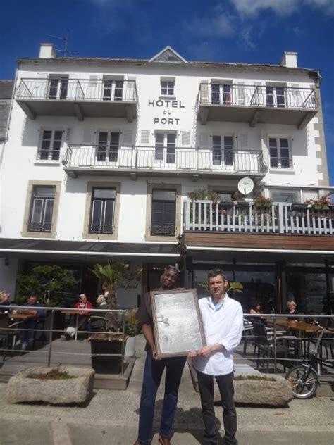 khady et yannick le beaudour en terrasse