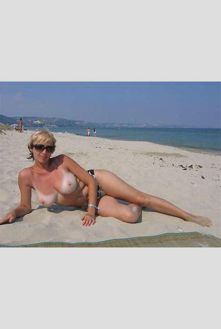 Nude Share -Amateur - MILF at the beach