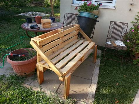 Pallett Bench by Pallet Bench Project