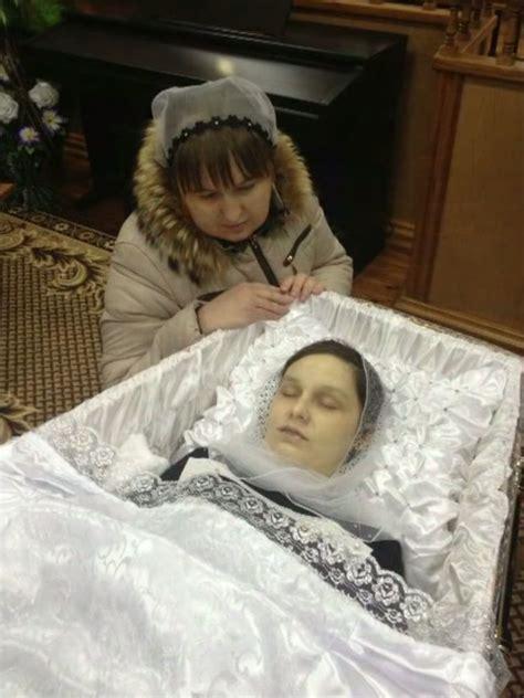 Beautiful women in their caskets. Beautiful blonde resting in her casket WoMeN PoST MoRTeM