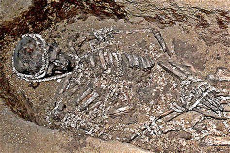 early human burials varied widely    simple