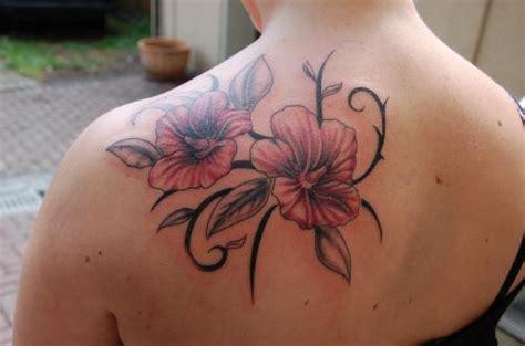 Tattoo Bilder Blumen Schulter
