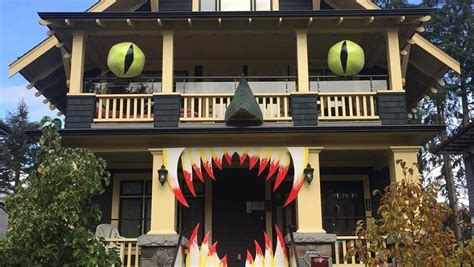 These Halloween Decorated Homes Will Blow You Away