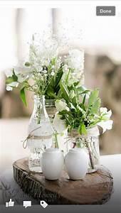 Kleine Weiße Vasen : baumscheiben mit vasen blumen tisch deko hochzeit ~ Michelbontemps.com Haus und Dekorationen