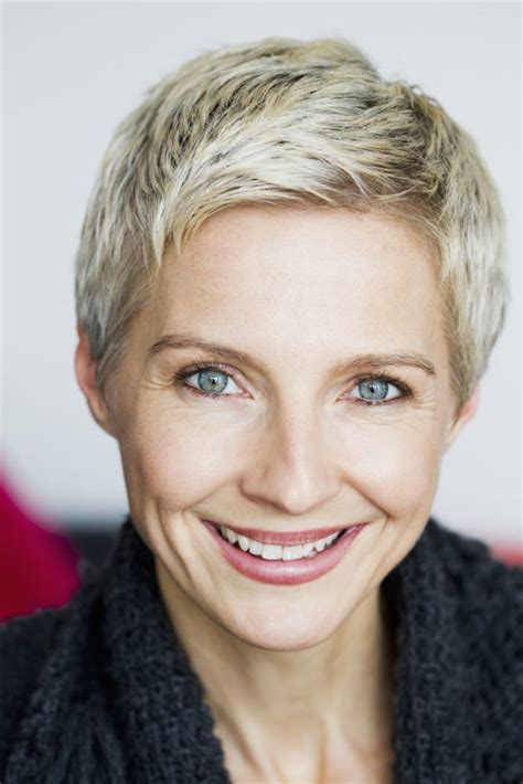 25 Most Stylish Short Hairstyles for Older Women