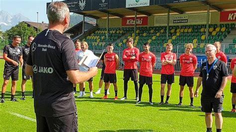 Oktober, mus.s leider nach derzeitigem stand vor leeren zuschauerrängen ausgetragen werden. VfB Stuttgart   Geburtstag Michael Meusch TL