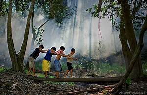 30 Magical Photos Of Children Playing Around The World ...
