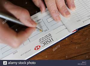 Annuler Un Cheque De Banque : hsbc bank chequebook photos hsbc bank chequebook images alamy ~ Medecine-chirurgie-esthetiques.com Avis de Voitures