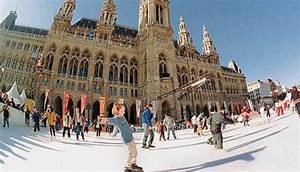 Patinar frente al Ayuntamiento de Viena