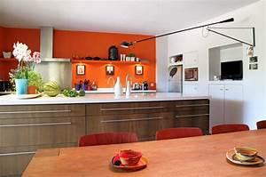 Associer la peinture orange dans salon cuisine et chambre for Idee deco cuisine avec cuisine orange et gris