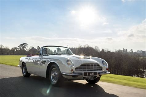 Aston Matin Car : Aston Martin Will Make Old Cars Electric So They Don't Get