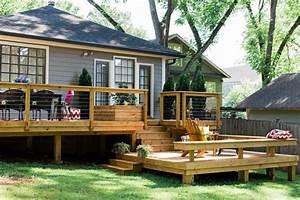 Geländer Aus Holz : veranda aus holz mit gel nder aus holzbalken und stahlseil garten pinte ~ Buech-reservation.com Haus und Dekorationen