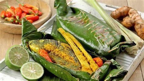 Ikan adalah menu yang paling disajikan di rumah selain bahan utama daging ayam. Resep Pepes Ikan Mas, Bahan dan Cara Memasak Pepes Ikan ...