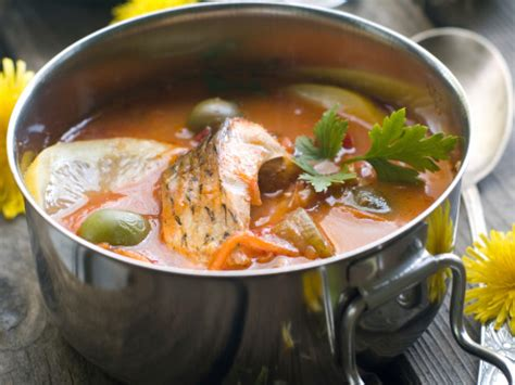 Masukkan daun kemangi dan masak sebentar. Sop Gurame Buat Lauk Makan Malam - Salisma.com