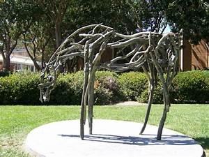 Statue Jardin Design : jardin exotique un tronc d 39 arbre devient un l ment d coratif ~ Dallasstarsshop.com Idées de Décoration