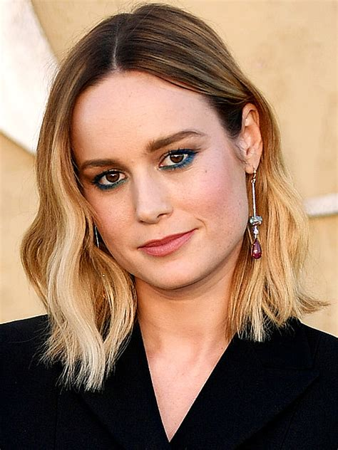 brie larson eyes style how to wear blue eye makeup people