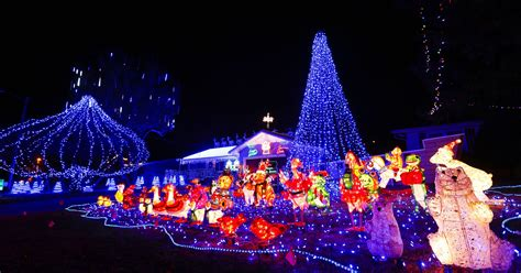 best christmas lights for the top of your house where to find the best lights displays for 2016
