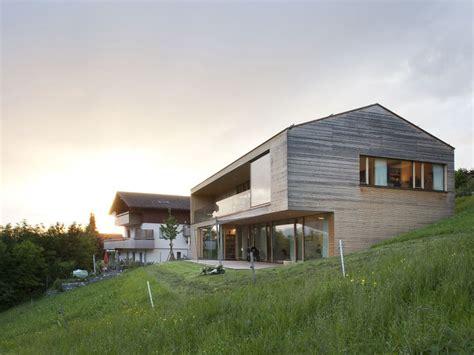 Moderne Häuser Flachdach Hanglage by Dietrich Untertrifaller Architekten Doppelhaus Haus