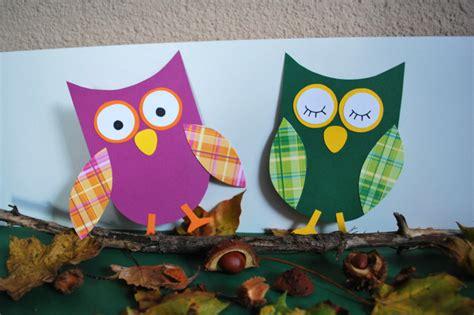 Herbstdeko Basteln Für Fenster Kostenlos by Eulen Basteln Aus Papier Kinderspiele Welt De