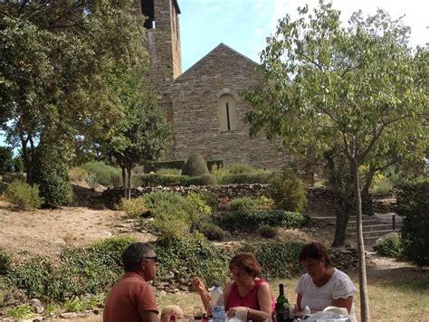 tautavel e prieuré serabonne pique nique aspre 66 pyrénées les gîtes de l 39 abri sous roche