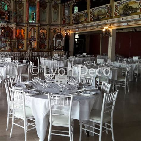 location chaise table mariage location chaise chiavari blanche avec assise en simili