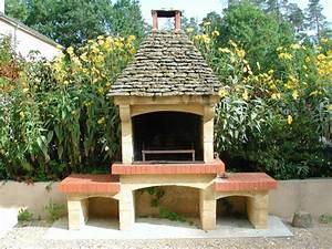 jardin pourquoi un barbecue en pierre agence briques With barbecue de jardin en pierre
