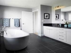 Badezimmer Grau Weiß : wandfarbe badezimmer frische ideen f r kleine r umlichkeiten ~ Markanthonyermac.com Haus und Dekorationen