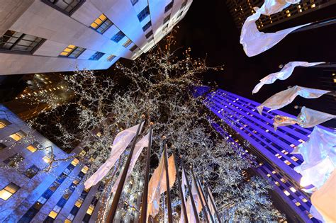restaurant with view of christmas tree at rockefeller rockefeller center tree in nyc 2019 guide