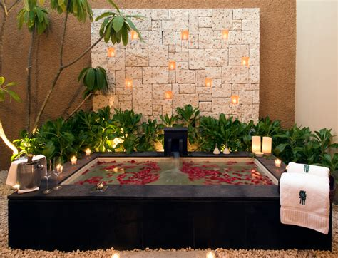 World's Coolest Hotel Bathtubs