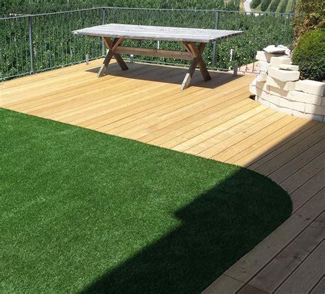giardino erba giardino pensile in erba sintetica e particolari in larice