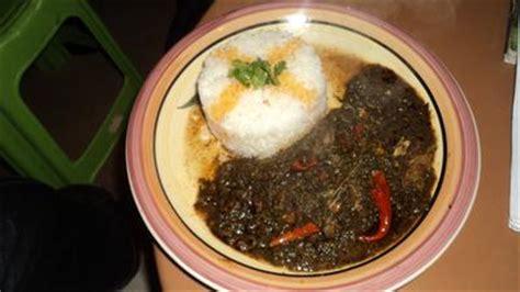 cuisine ivoirienne sauce épinard au poisson fumé recettes africaines