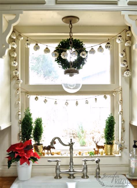 cutest  easiest diy christmas window decorations