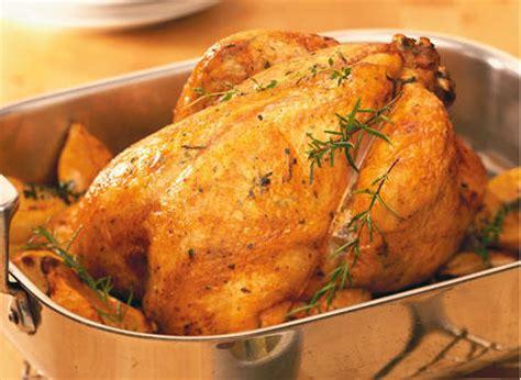 cuisiner le poulet en sauce poulet rôti au beurre et aux herbes recette plaisirs
