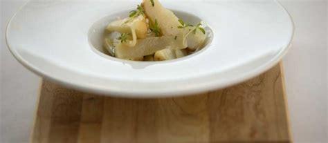 cuisiner des topinambours cuisiner de délicieux topinambours glacés au thym et citron comme le chef du tandem