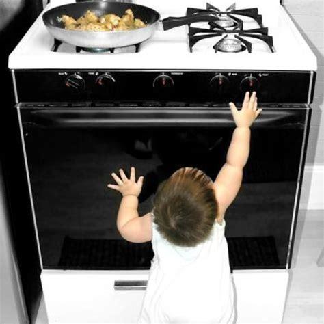 sécurité en cuisine enfants 6 lieux à sécuriser chez soi ooreka