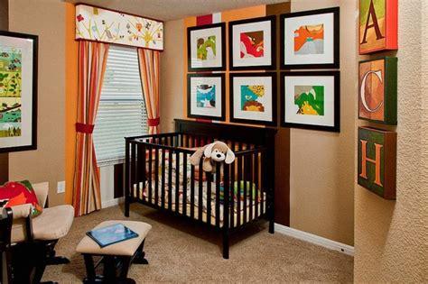 chambre de bebe garcon  fille decoree avec des rayures