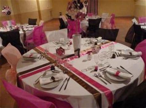 exemple deco table ronde mariage napper une table ronde organisez votre mariage ou votre pacs