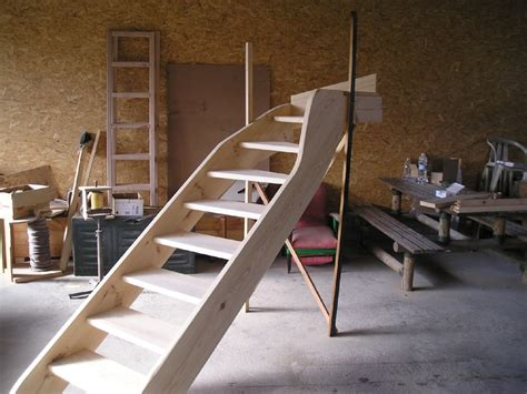 fabriquer un escalier quart tournant construire un escalier en bois interieur maison design deyhouse