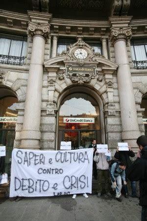 Unicredit Palermo Sede Centrale Centinaia Di Studenti In Corteo Scontri Con I