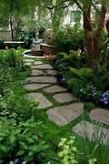 Tips Voor Het Inrichten Van Een Romantische Tuin Am Nagement Petit Jardin Devant La Maison Blanche Une Atmosph Re La D Coration Ext Rieure Avec Un Treillis De Jardin