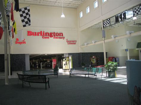 A tale of two (floundering) malls. - American Dirt.